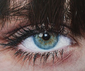 Hyper-Realistic Paintings by Simon Hennessey