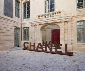CHANEL TAKES UP RESIDENCE IN LE MARAIS