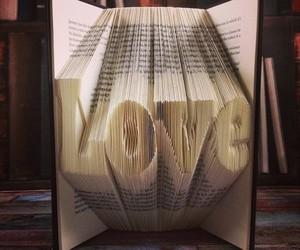 Außergewöhnliches Handwerk: Origami-Bücher von Nic