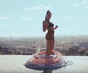 Marawa the Amazing holds a hula-hoop world record