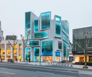 Chungha in Gangnam by MVRDV
