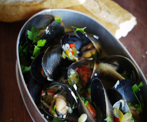 Mussels with White Wine, Garlic &amp; Chilli