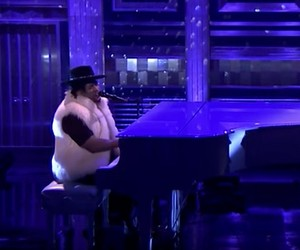 """D'Angelo – """"Sometimes It Snows in April"""" (Live)"""