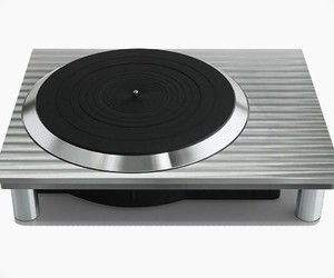 Panasonic Relaunches Technics Turntables