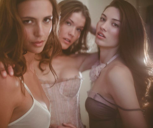 Dana, Samantha & Caroline by Billy Rood