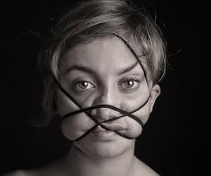 """Dismorfobina"" Models disfigured by Elastic Bands"