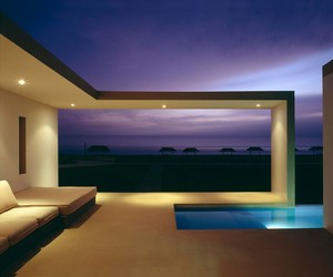 Beach House in Las Arenas by Javier Artadi