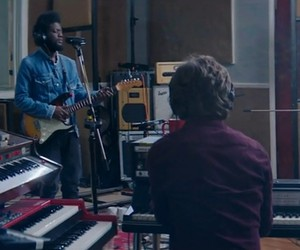 "Michael Kiwanuka – ""Cold Little Heart"" (Live)"