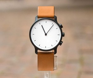 Nevo. The Minimalist Smartwatch