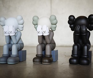 KAWS COMPANION – PASSING TROUGH