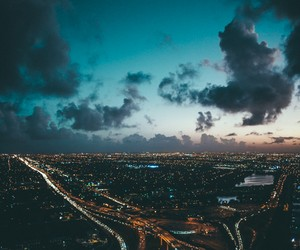 VAN STYLES: AIRING OUT – FLYING OVER MIAMI