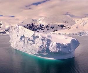 A Flight Above Antarctica