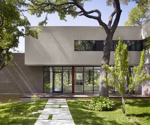 West Lake Hills Residence by Specht Harpman
