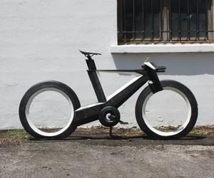 The Cyclotron Bike - Revolutionary Spokeless Smart