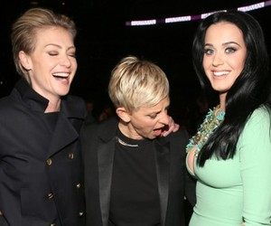 Ellen reacting to Katy Perry's Grammys Dress