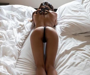 Erotica and relaxation - in bed with Jennifer