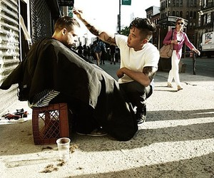 Hair Stylist gives free Haircuts to the Homeless