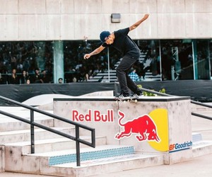 """Red Bull Hart Lines"" Contest in Detroit"