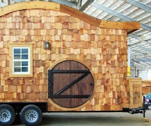 Hobbit house on wheels