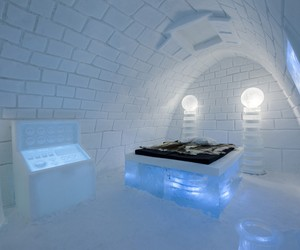Frankenstein-themed room by Pinpin at ICEHOTEL