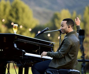 John Legend and Stella Artois #HostBeautifully