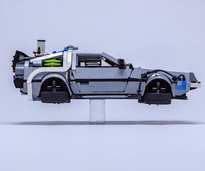 Dave Slater builds the DeLorean from Lego