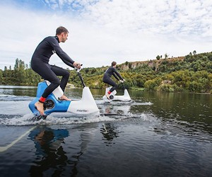 Manta5 builds a water bike with electric motor