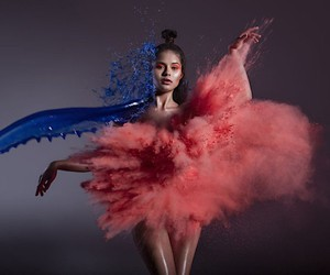 Fashion photographers throw with elements
