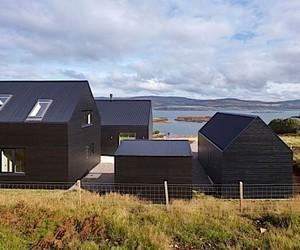 Architektur: Ein Wohnhaus aus schlichten schwarzen
