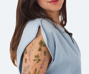 Tattoo with floral fragrance - pure romance