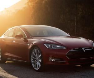 Tesla Unveils Autopilot and Dual Motor